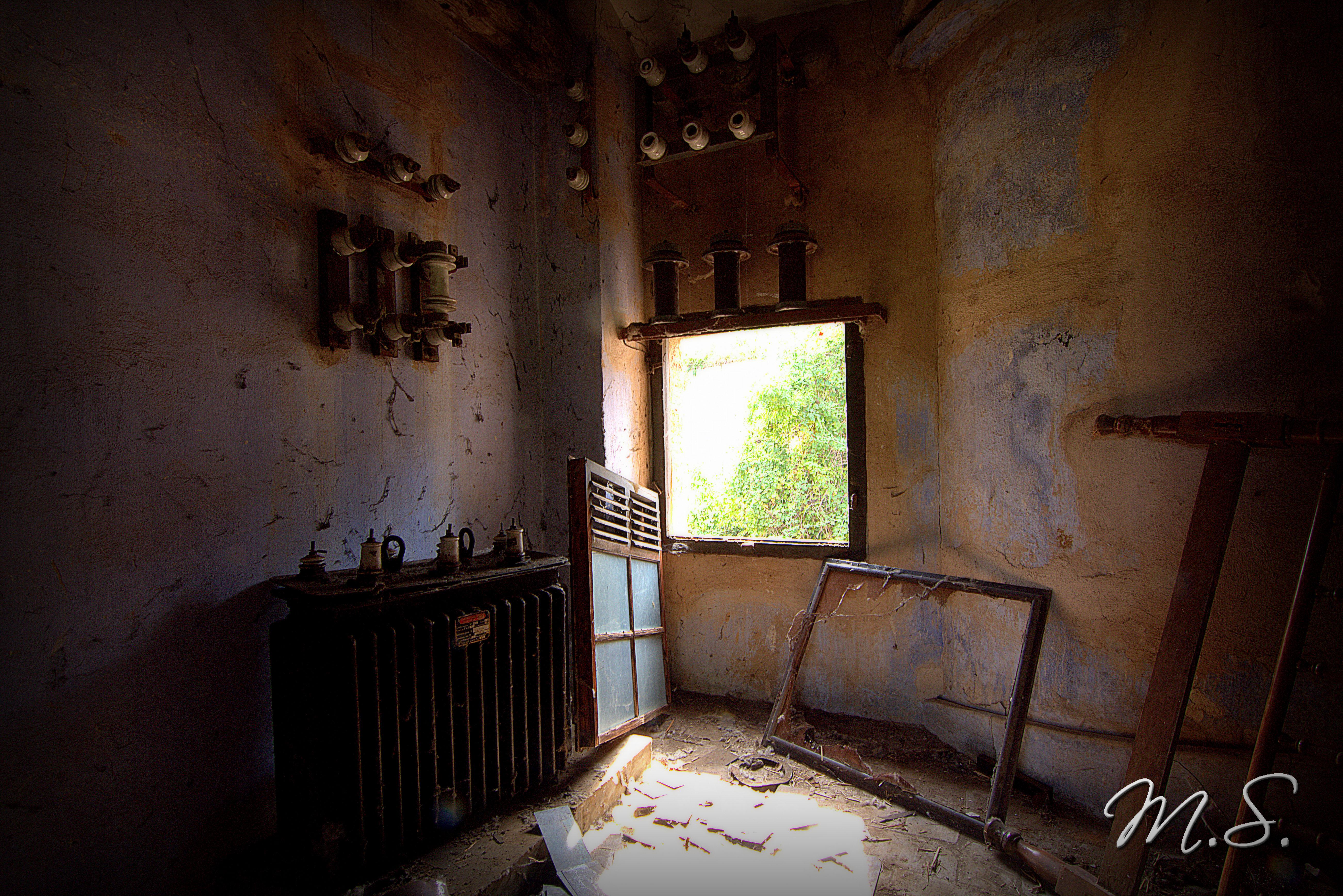 radiador y cuadro de luces viejo