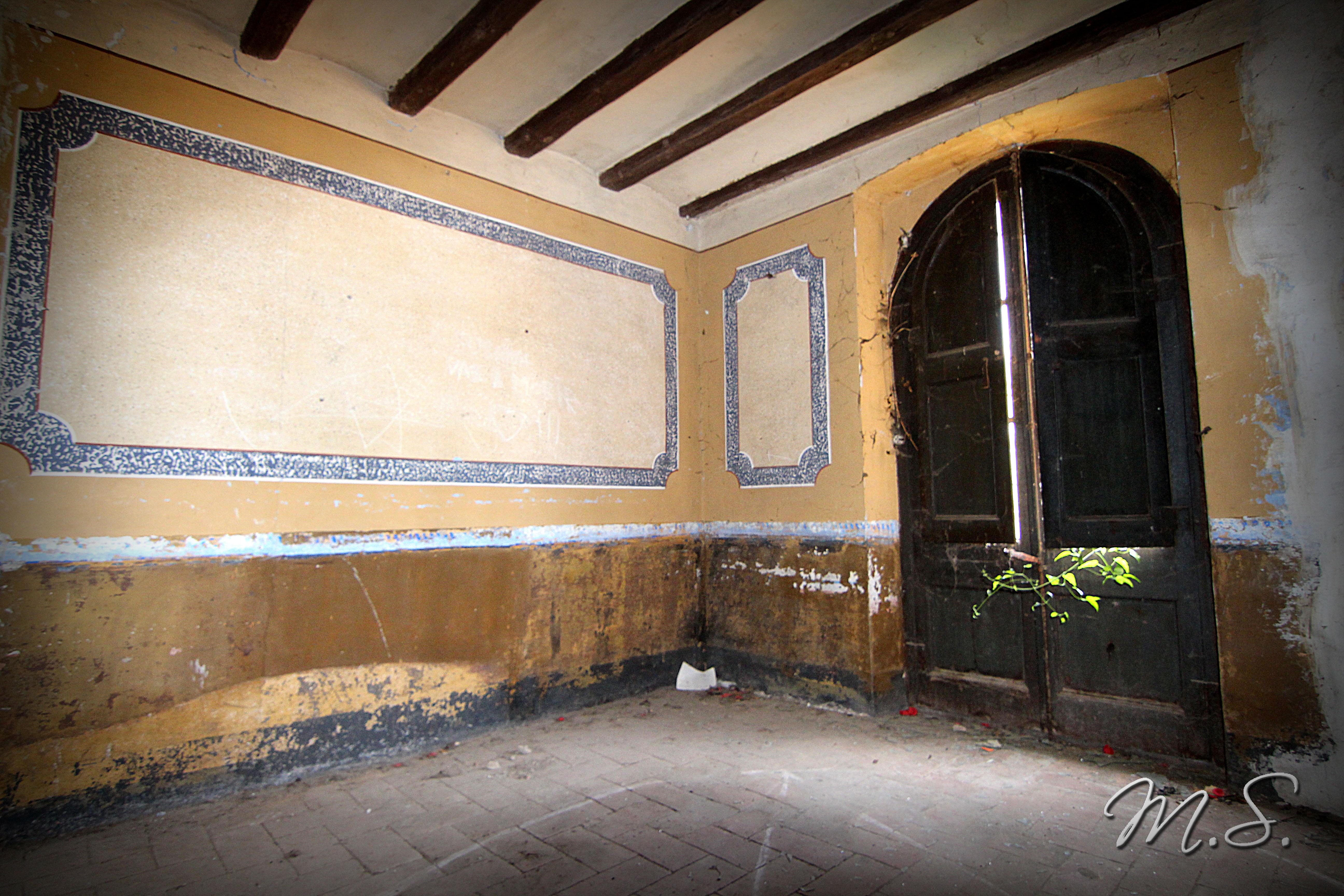 entrada de la masia desde dentro